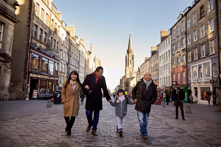 A family enjoy some of the Edinburgh sight - Photo credit: VisitScotland / Peter Dibdin